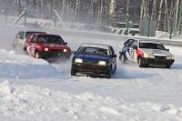 В Ноябрьске прошли кольцевые гонки на автомобилях «Снежная дуэль»
